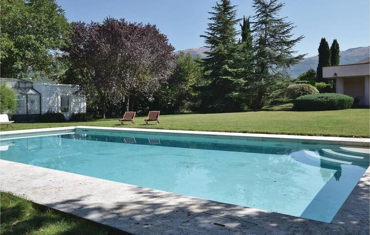 Amazing home in Isernia with WiFi and 3 Bedrooms