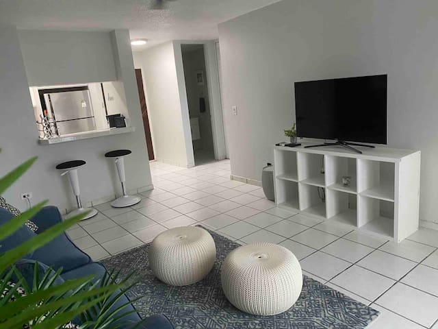 Clean Cozy Safe - One Block From Isla Verde Beach