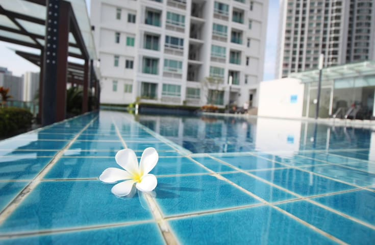 C28 NIGHT MARKET-HIGH FLOOR-WIFI-MRT-POOL-GYM-RCA