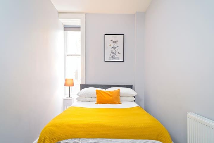 ★ Cosy & Central Room ★ Edinburgh Apartment R5