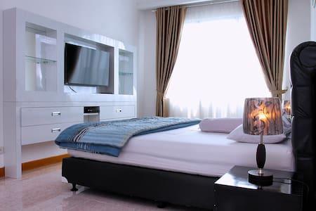 Spacious apartement w/ Balcony, Wifi & CityView!