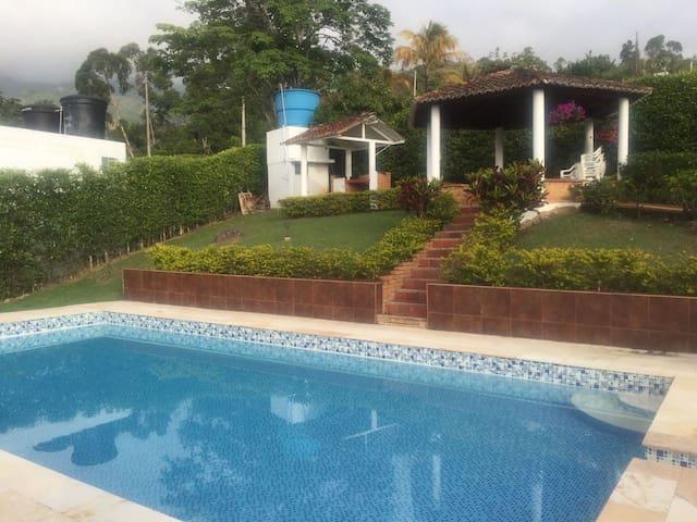 Espectacular Casa de Campo - Silvania - Kulübe
