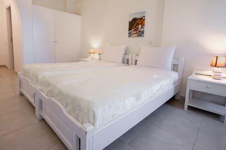 Ersi villas-Cozy private Twin room with balcony!