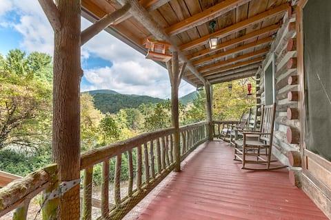 Romantic Hickory Nut Lodge Hot Tub Wifi  Mtn Views