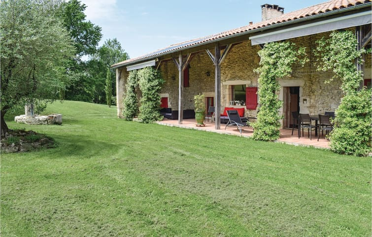 Former farm house with 5 bedrooms on 250m² in Ste Gemme Martaillac