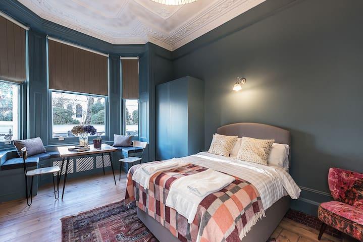 Elegant Kensington Studio