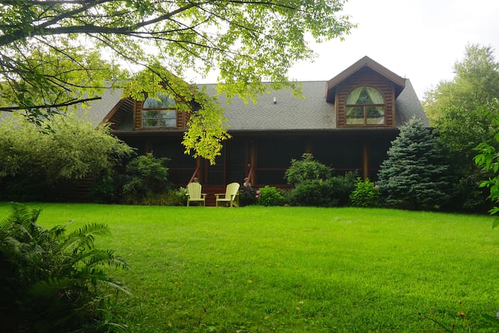 Harbor Country Log Home - Sleeps 22 - La Porte