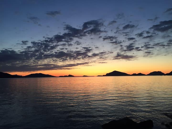 Larsnes - storslått utsikt tett på sjø og natur