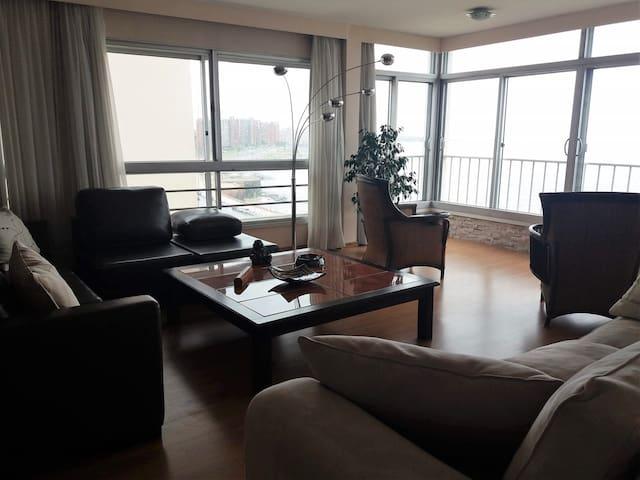 Hermoso apartamento en la rambla de Ciudad Vieja