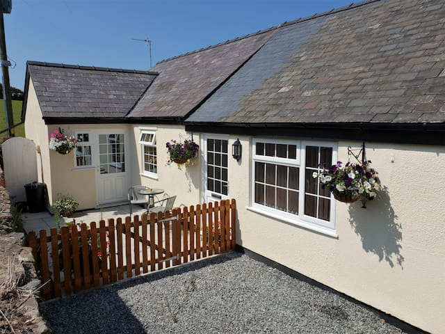 A peaceful getaway for 2 in the heart of Anglesey