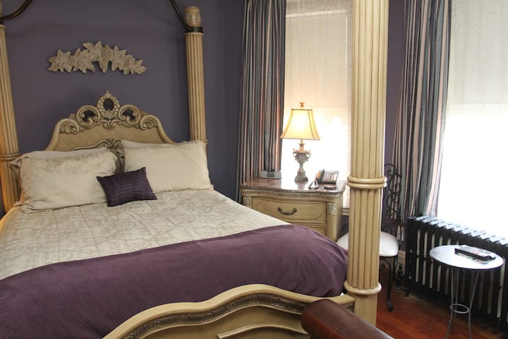 Pinot Noir Suite @ 5*Bacchus House Bed & Breakfast