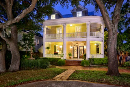 HISTORIC PARK, PRIVATE BED, BATH & ENTRANCE***** - San Antonio
