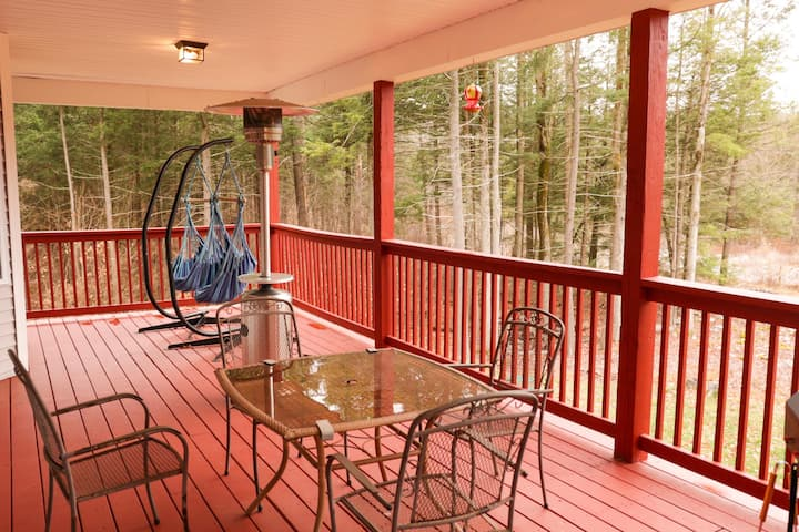 New Listing! Secluded, Modern & Spacious Home