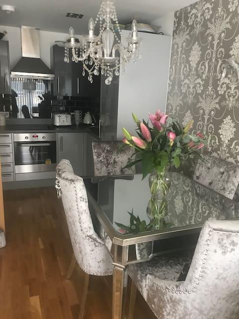 Krásna izba v uzavretom luxusnom apartmáne