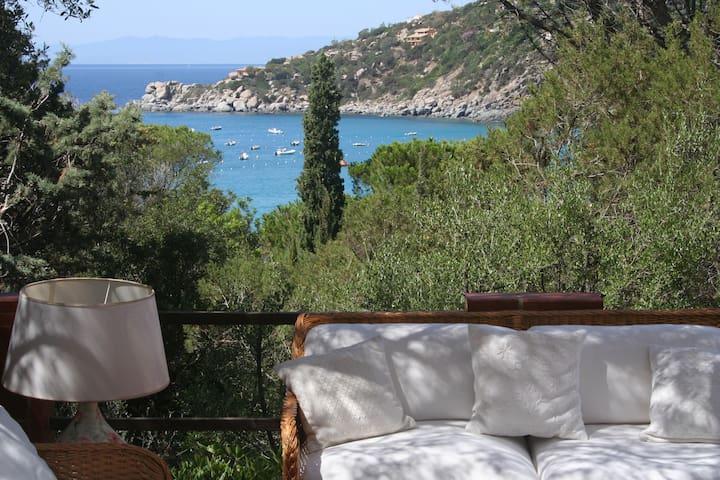 Sea view villa 90m from the beach