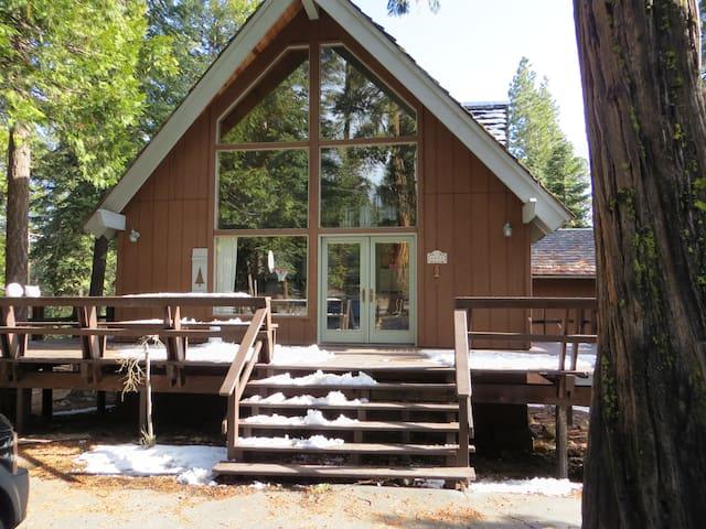 Charming Rustic Tahoe Vista Cabin - Tahoe Vista - Cabane