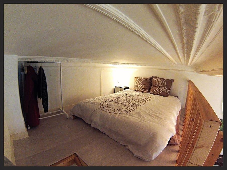 Chambre (rampe peinte en beige depuis cette photo)