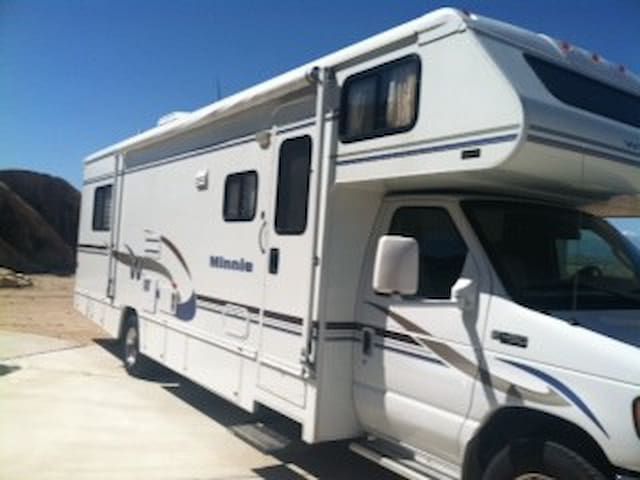 NEW MOTORHOME PARKED IN YARD - Apple Valley - Bobil