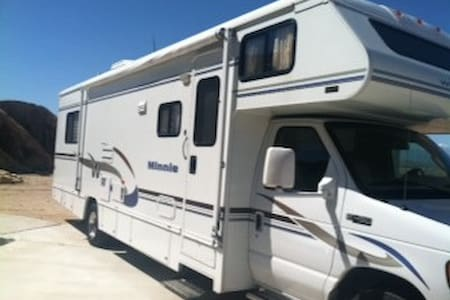 NEW MOTORHOME PARKED IN YARD - Apple Valley - Camper/RV