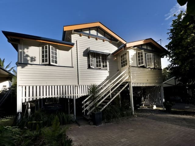 Cosy Double Room In Queenslander - Mooroobool - Talo