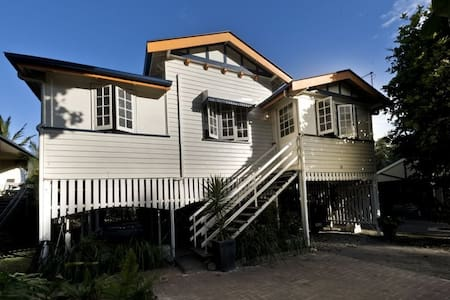 Cosy Double Room In Queenslander - Mooroobool
