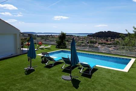 Appartement avec superbe vue,déco ,piscine privée
