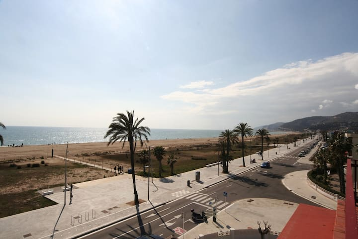 PENTHOUSE IN FRONT OF THE BEACH - Castelldefels - Appartement