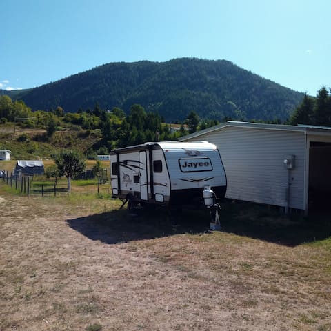 Clean, cozy RV in beautiful rural setting