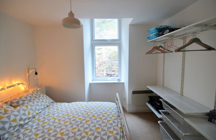 Double bedroom with open storage area.