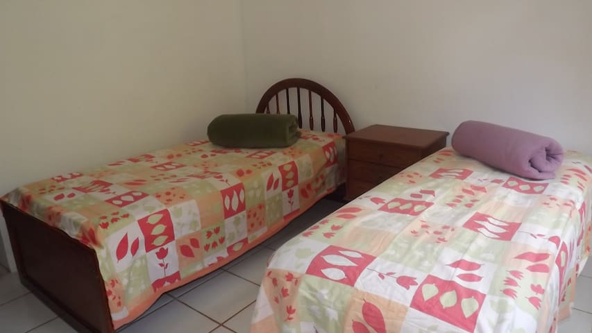 Great furnished room for 1 or 2 - Brasilia - House