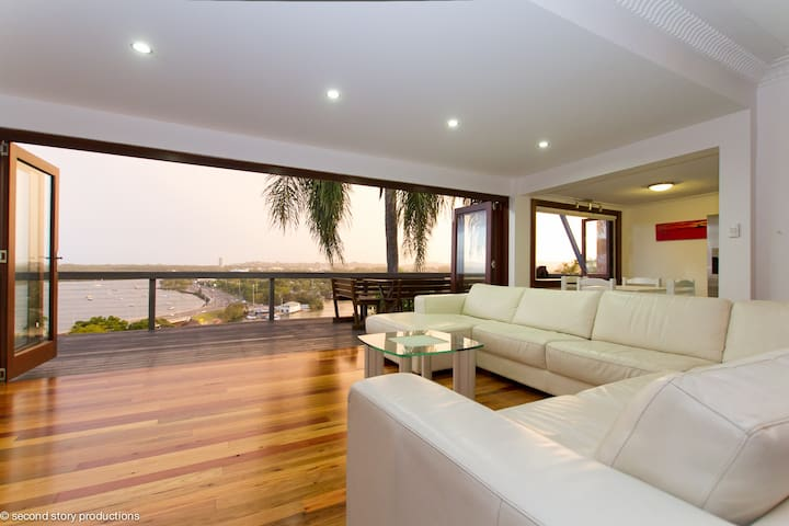 **The Singer House... Amazing Views - Tweed Heads - Huis