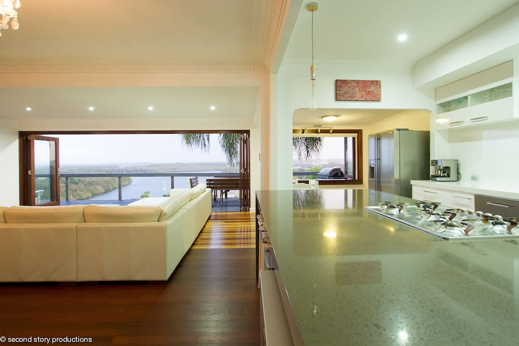 Modern kitchen, lounge and views..