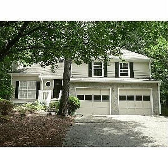 Quiet and Beautiful Neighborhood - Powder Springs - House