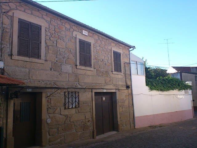 Casa da Rosa - Póvoa de Rio de Moinhos - Talo