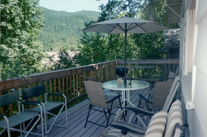 Dunsmuir Tin Roof Cottage - Dunsmuir - Hytte