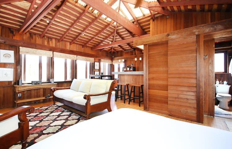 South Mission Beach Zen-Like Studio