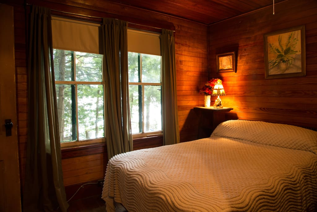 One of the bedrooms in the lake view cabin.
