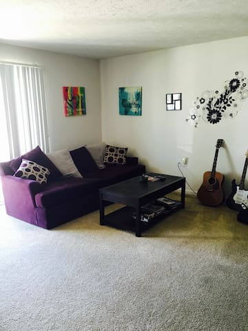 Convenience, Luxury, and Cozy - North Royalton - Apartamento