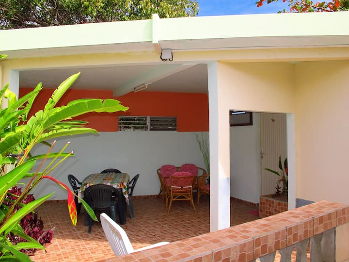 Apartment with one bedroom in Port-Louis, with enclosed garden and WiFi