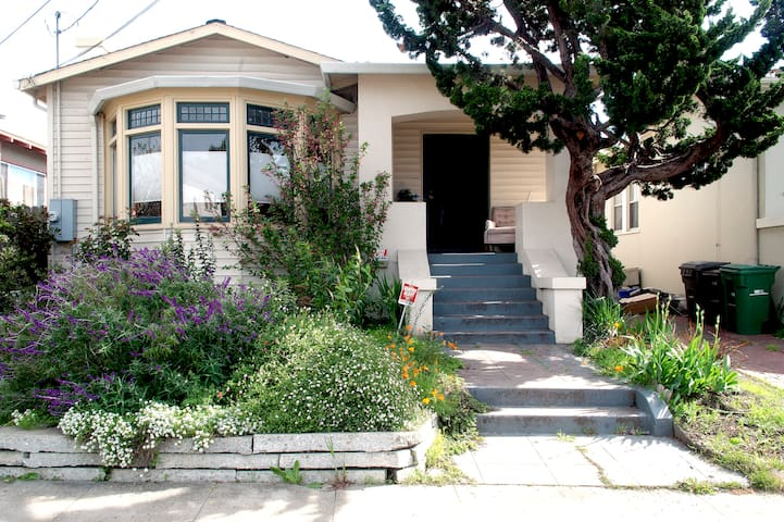 Eco-friendly! Room in North Oakland