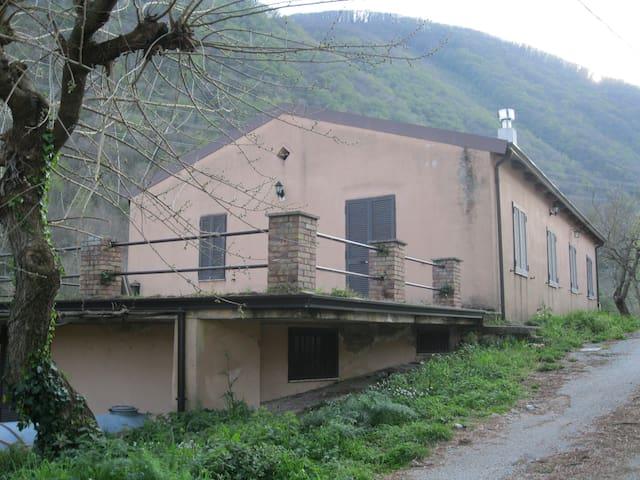 """La """"Vallicella"""" casa di collina"""