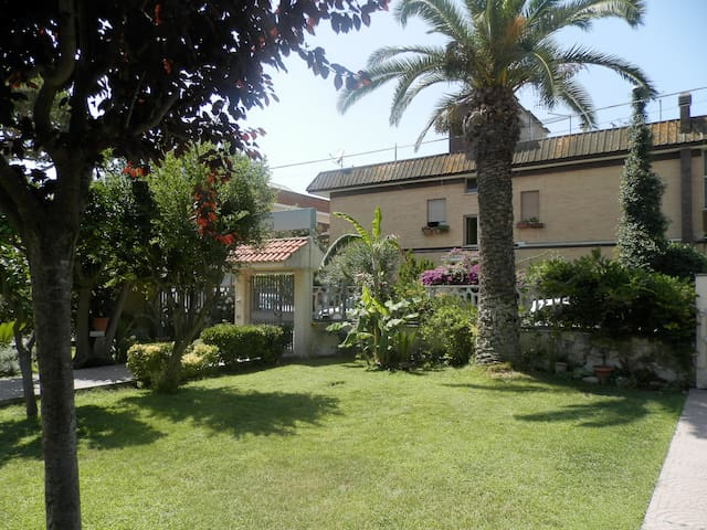 B&B Luana Inn. Airport - Isola Sacra