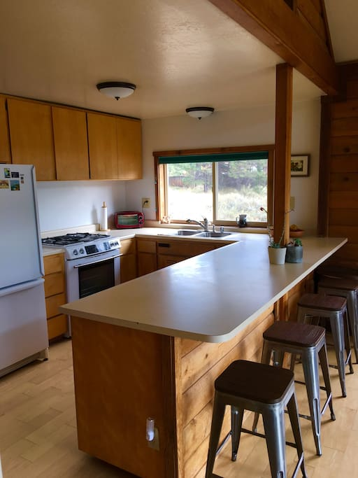 Kitchen with 4 counter stools