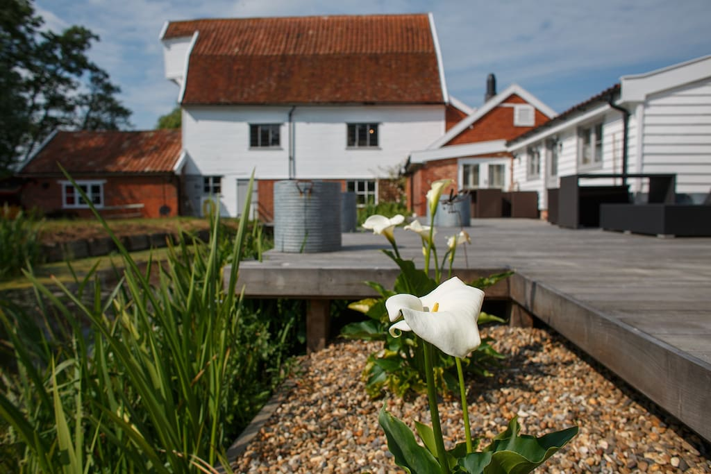 your rear decking behind the cottage faces south west for sunbathing heaven and glorious sunsets