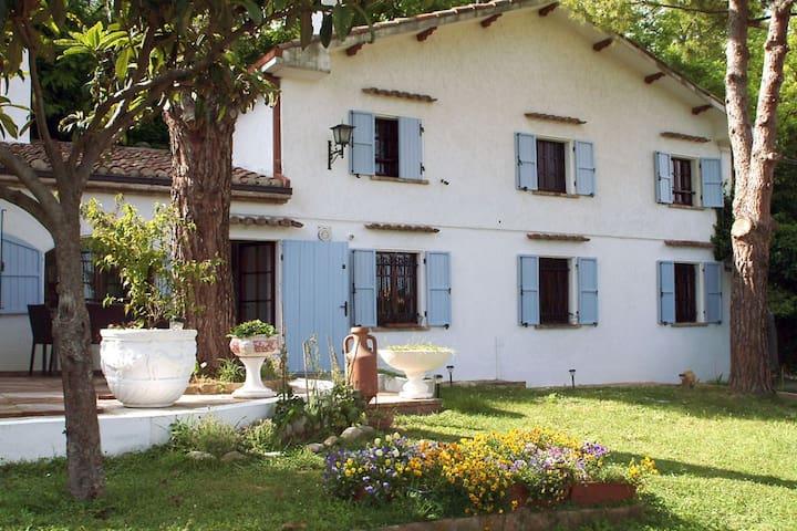 Villetta di un'artista a Gabicce Monte, Italy