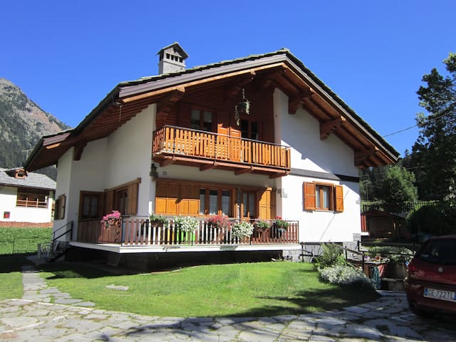 COMFY APARTMENT NEAR SAVOY CASTLE - Gressoney-Saint-Jean - Huoneisto