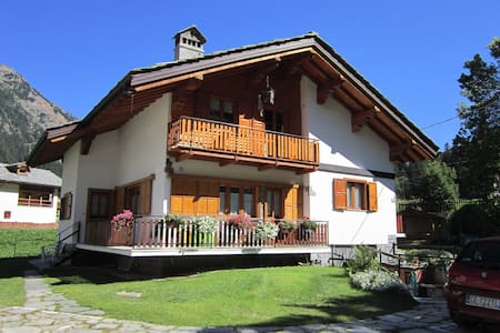 COMFY APARTMENT NEAR SAVOY CASTLE - Gressoney-Saint-Jean - Leilighet
