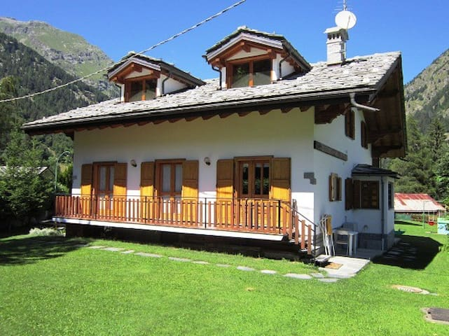 COSY APARTMENT NEAR SAVOY CASTLE - Gressoney-Saint-Jean - Daire