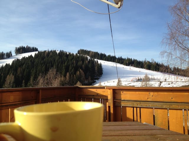 Skihütte mit tollem Panoramablick