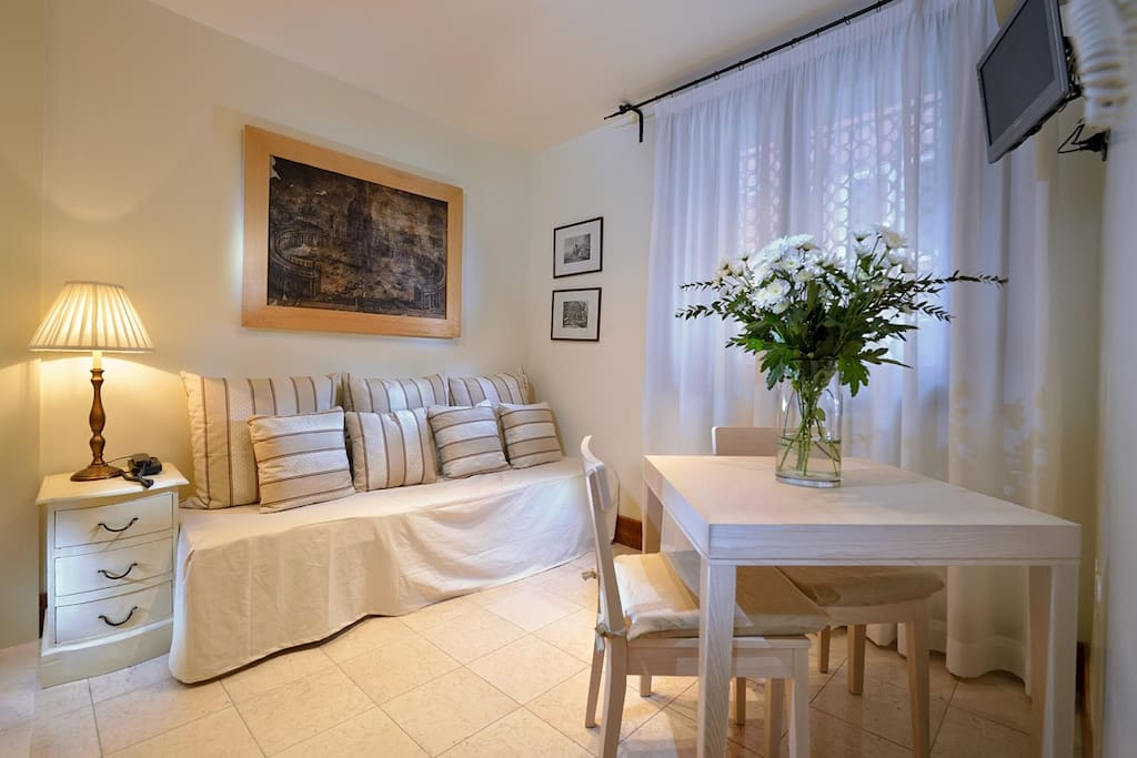 Warmhospitality apartments iris apartments for rent in for Soggiorno iris